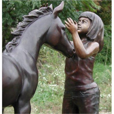 Umelecké Sochy Dievča a jej kôň