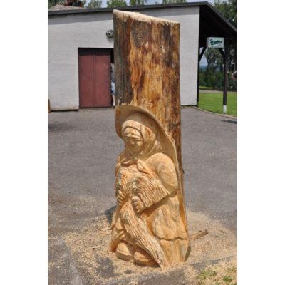 Babka korenárka -socha z dreva