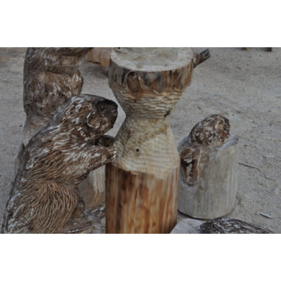 Bobria rodinka - socha z dreva