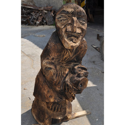 Čarodejnica na metle - socha z dreva