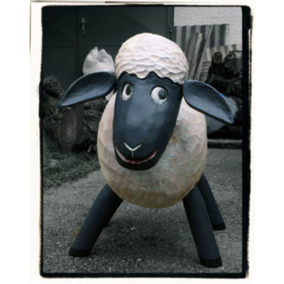 Ovečka Shaun - socha z dreva