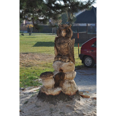Umelecké Sochy Drevená sova na pni s hríbom