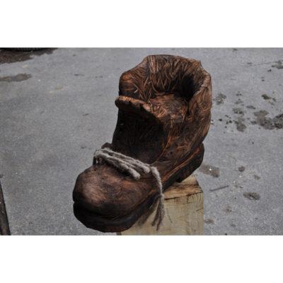 Umelecké Sochy Drevená topánka obra Drásala