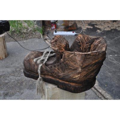 Topánka obra Drásala - Socha z dreva