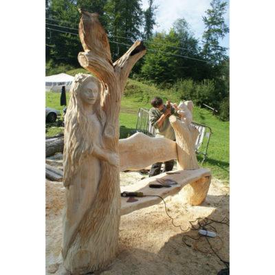 Umelecké Sochy Pani lesa - drevená lavička