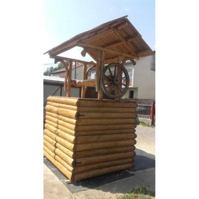 Umelecké Sochy Drevená zrubová studňa 2